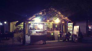 Restaurant an der Hauptstraße Arugam Bay