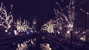 Amsterdams Grachten im Dunklen