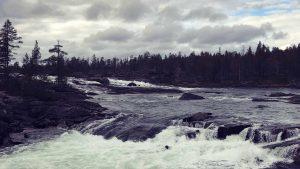 YogaGypsy Roadtrip Schweden Trollforsen Falls