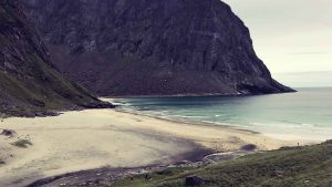 Lofoten Kvalvika Strand mit weißem Sand