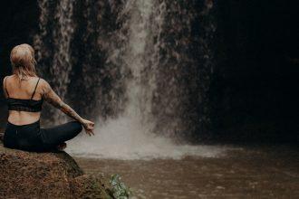 YogaGypsy meditieren anfangen Wasserfall